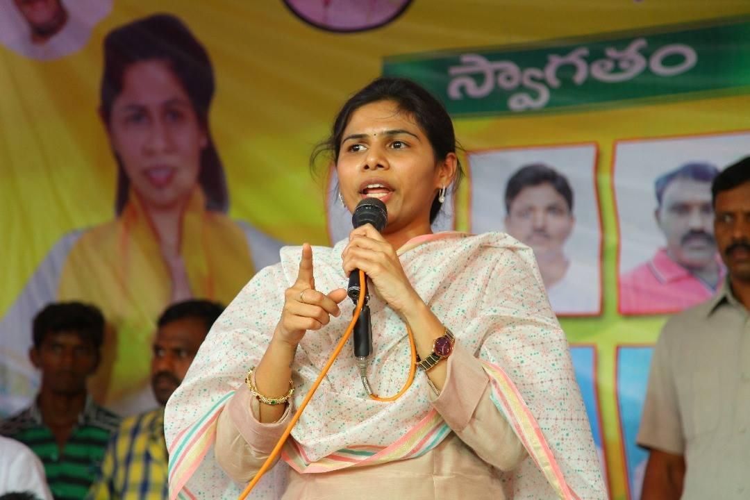 Bhuma Akhilapriya  challenges Shilpa Ravi