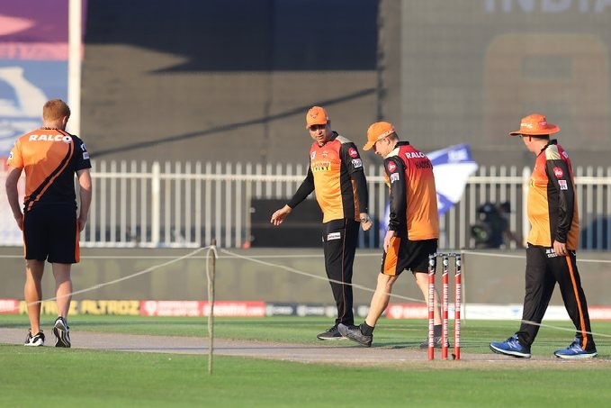 Sunrisers Hyderabad won the toss in do or die match against Mumbai Indians