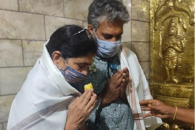 Rajamouli visits Himavad Gopalaswamy temple in Karnataka along with his wife Rama