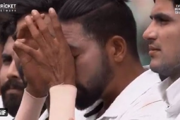 Mohammad Siraj Tears in field during third test
