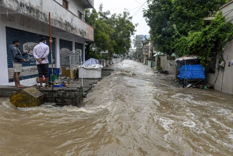 heavy rains lashed hyderabad once again