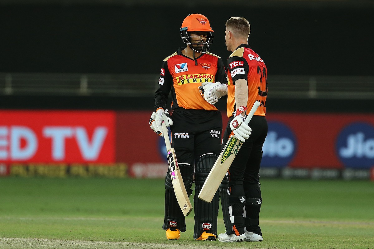 Saha and Warner smashes Delhi bowlers as Sunrisers Hyderabad posted huge total