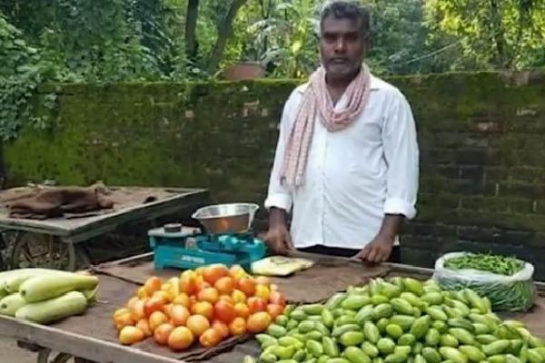 Balika Vadhu assistant director sells vegetables in lock down days