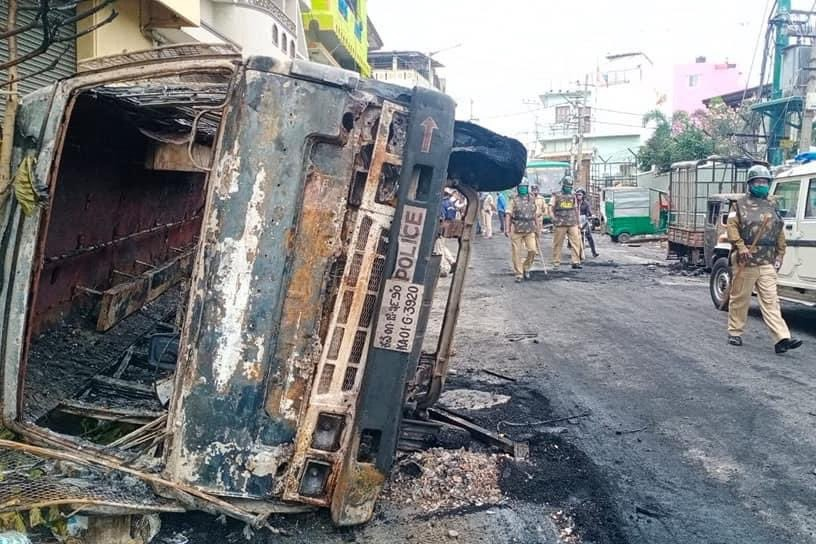 Mobs in Bengaluru attacked on police in guerrilla style