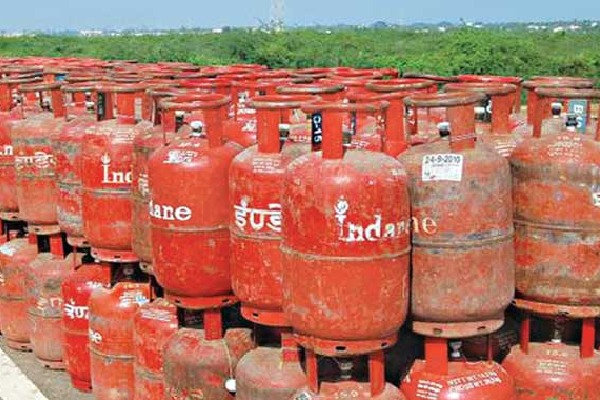 Kashmir Govt Orders to Stock Coocking Gas Reserves for 2 Months