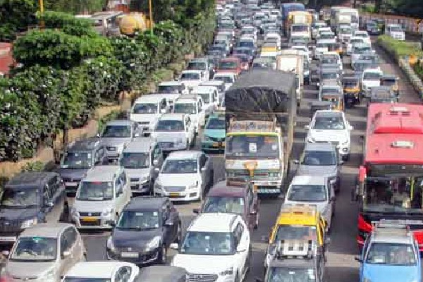 Govt ready to impose green tax on 15 year old vehicles