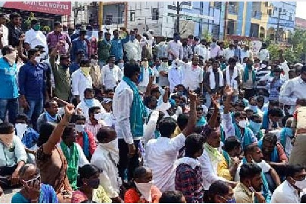 farmers protest at jagtial collectorate