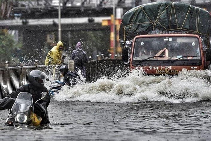 Mumbai batters with heavy rains and gusting winds