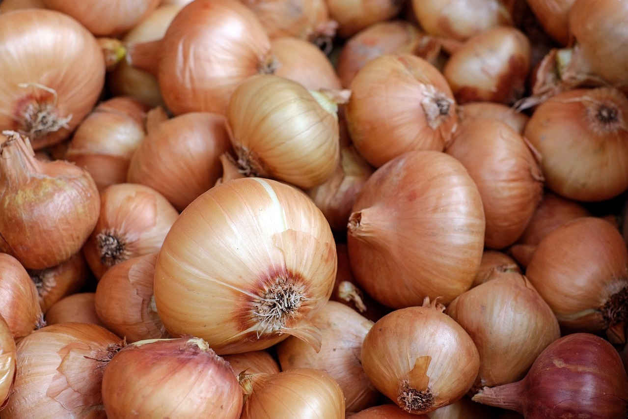 Onion price in AP reached to Rs 70 in retail market