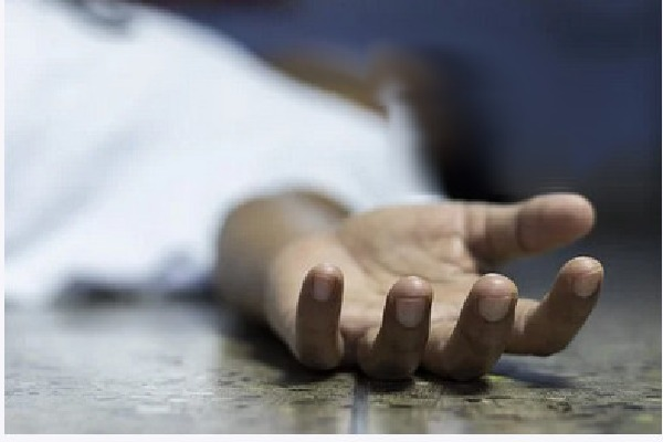 Daughter lives with her mother dead body in Mumbai