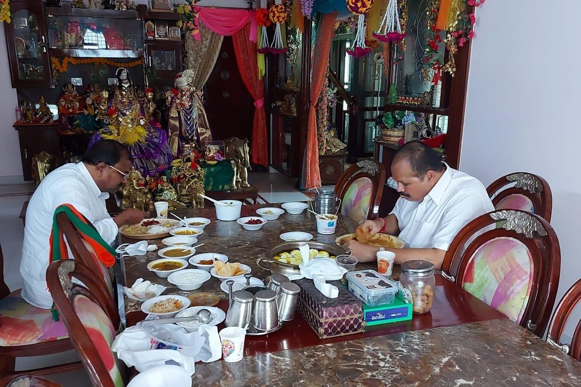 AP BJP new chief Somu Veerraju met Kanna Lakshminarayana
