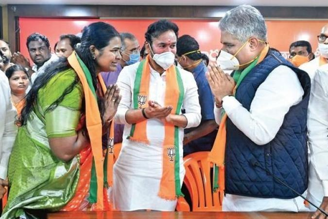 Hyderabad EX Mayor Banda Karthika joins BJP