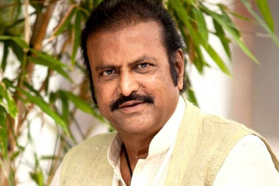 Speeding car rammed into Mohan Babu house and warns his family members
