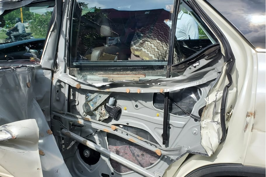 khushboo meets with accident
