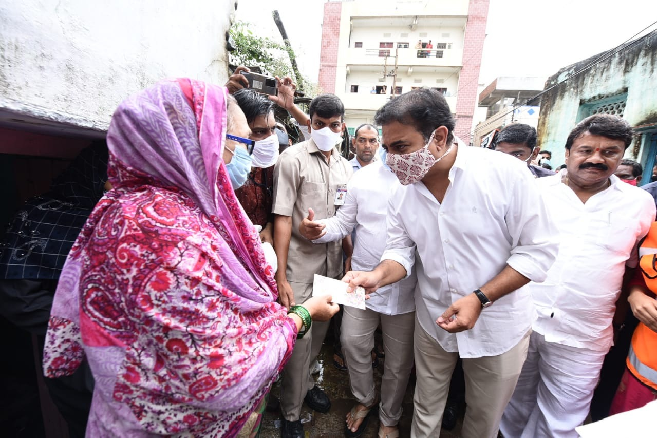 KTR distributes financial help to flood effected poeple