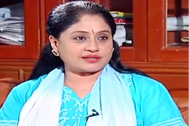 Vijayashanti fires on CM KCR over ongoing situations