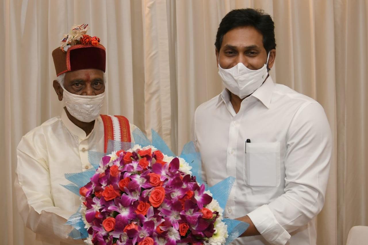 Jagan meets HP Governor Bandaru Dattatreya