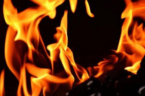 Liquor shop owner burnt salesman in Rajasthan