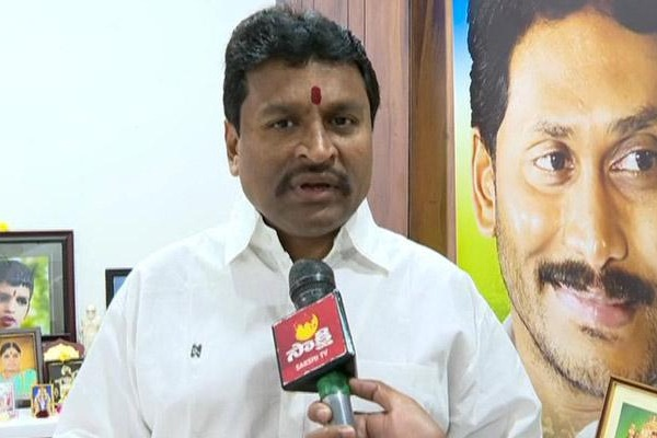 AP minister Vellampalli questions TDP and BJP why they fears on DGP comments