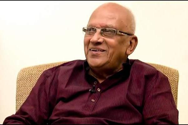 Chandrababu and Lokesh wishes veteran director Singitham Srinivasa Rao on his birthday