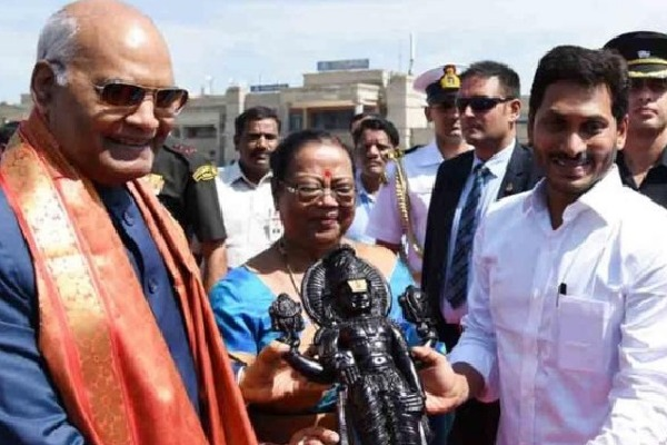 Jagan Welcomes Ramnath Kovind at Renigunta Airport