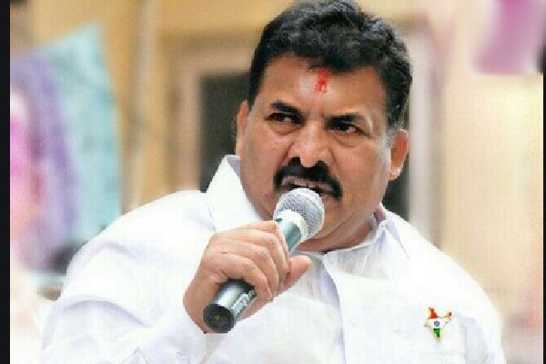 TRS MLA Mutha Gopal faces Congress protests