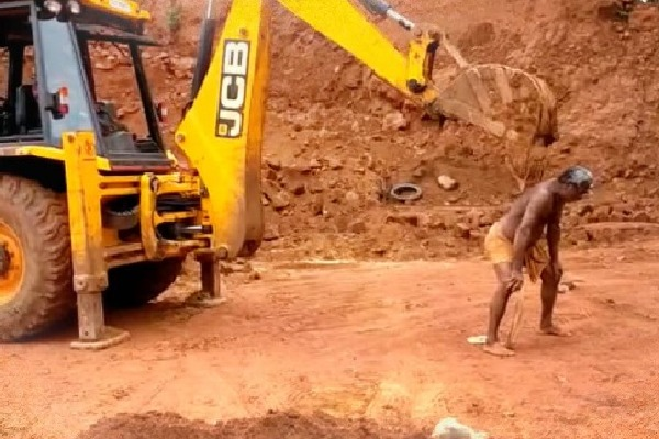 JCB Scartchs Man Back Viral Video