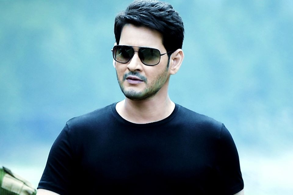 Mahesh leaves for Dubai