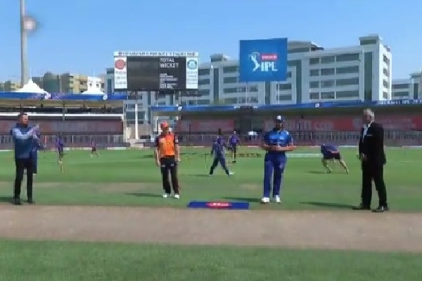 Mumbai Indians won the toss and elected batting first against Sunrisers Hyderabad