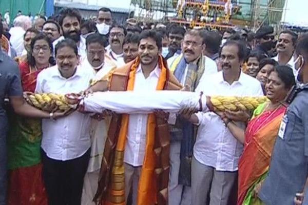 Jagan inaugurated Antarvedi chariot