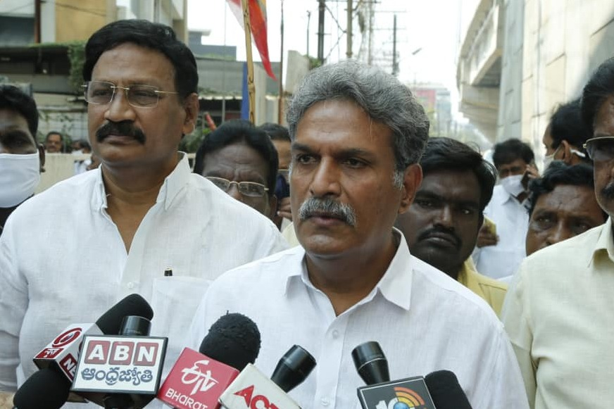 Kesineni Nani comments on Vijayawada TDP