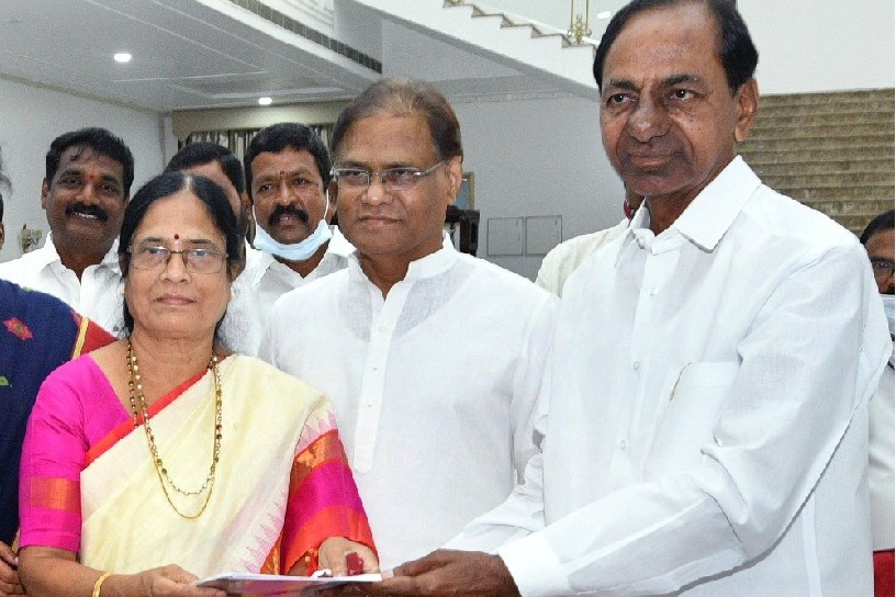 kcr give b form to subhabi
