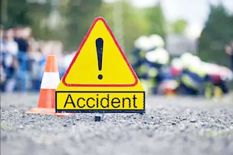 Guntur dist jewellery business men died in car accident in peddapalli