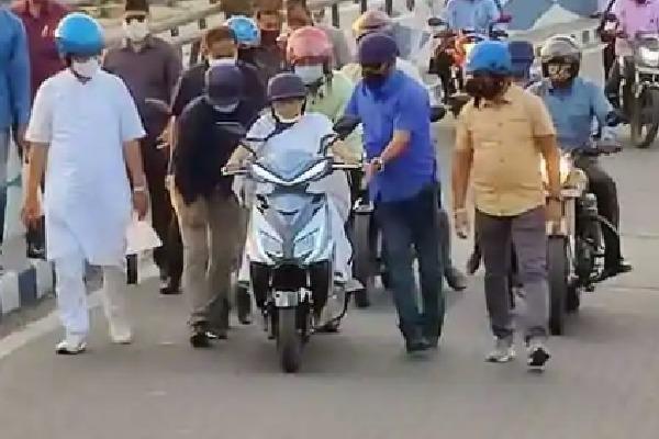 Mamata Banerjee Slipped from two Wheeler viral Video