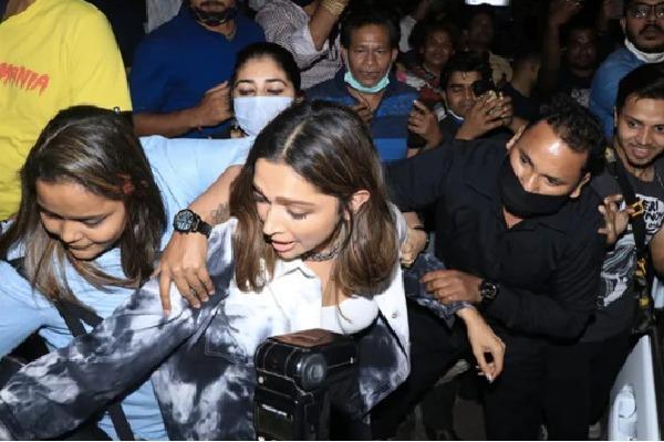 Deepika Padukone mobbed in Mumbai