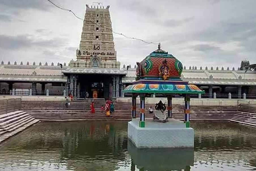 nri gives donation for kanipakam temple