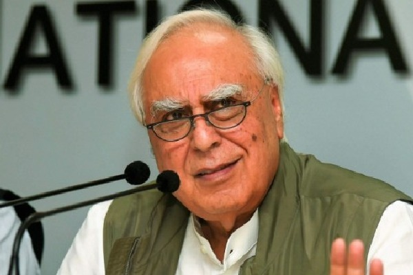 Congress is weakening says Kapil Sibal