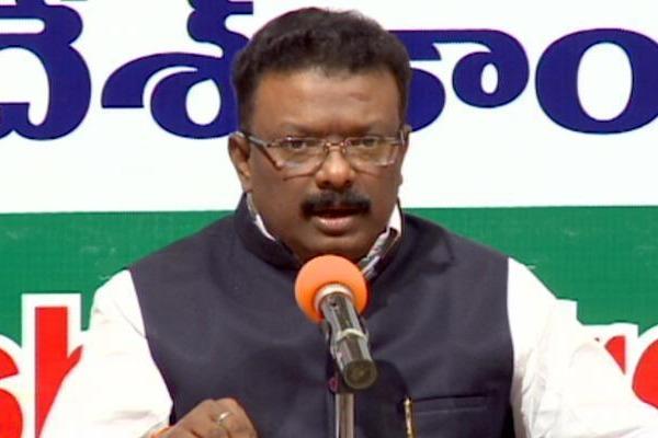 Talasani is a political beggar says Dasoju Sravan