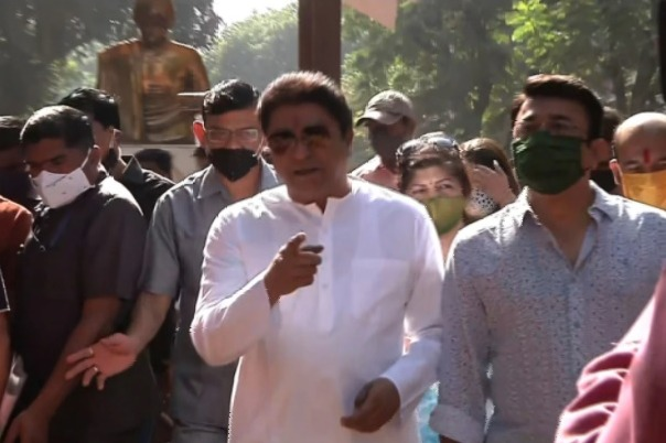 I dont wear mask at all says Raj Thackeray