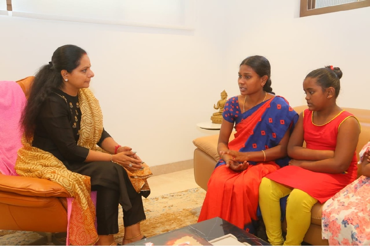 Kalvakuntla Kavitha assures a family to revive