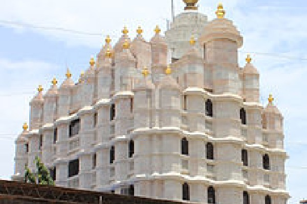devotees not allowed to siddi vinayaka temple