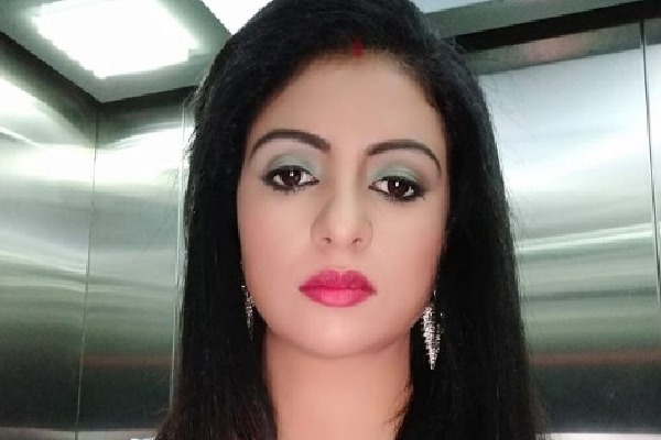 Indian cricketer Mohammed Shamis wife Hasin Jahan posts surprising pic with sindoor
