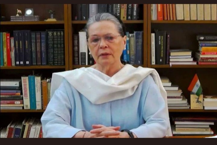 Sonia Gandhi slams Union Govt over corona shortage
