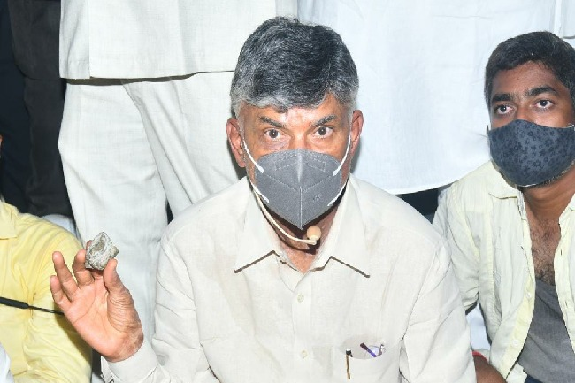 Chandrababu complains SP on stone pelting incident