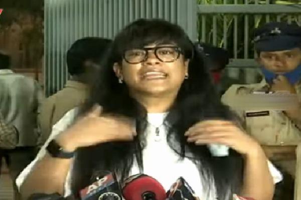 Mumaith Khan complains against cab drive who makes allegations