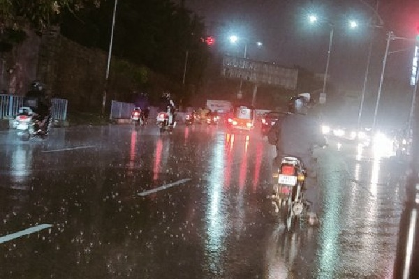 Once again rain visits Hyderabad city