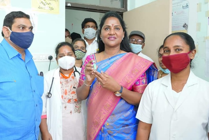 YCP MLA Dr Vundavalli Sridevi gives vaccine for health workers