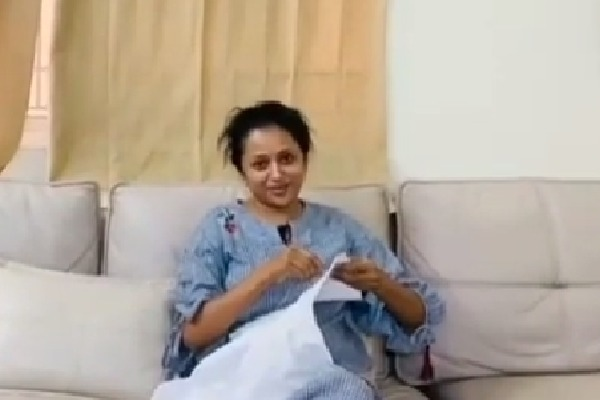 Anchor Suma posts new video of stitching her blouse
