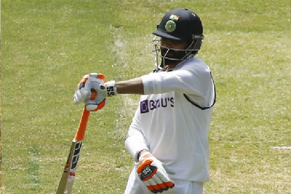 India lead 131 runs in second test