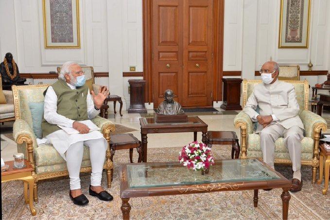 PM Modi meets President at Rashtrapathi Bhavan